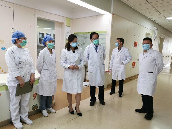 铜仁万山区人民医院来院开展交流学习 (1).jpg