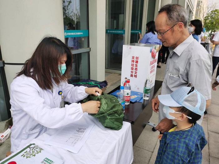 保护环境,回收废弃药品——高新区家庭药师在行动 (2).jpg