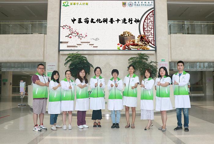 中国医院人文建设:致敬教师 中医进校园送上健康礼包4.png