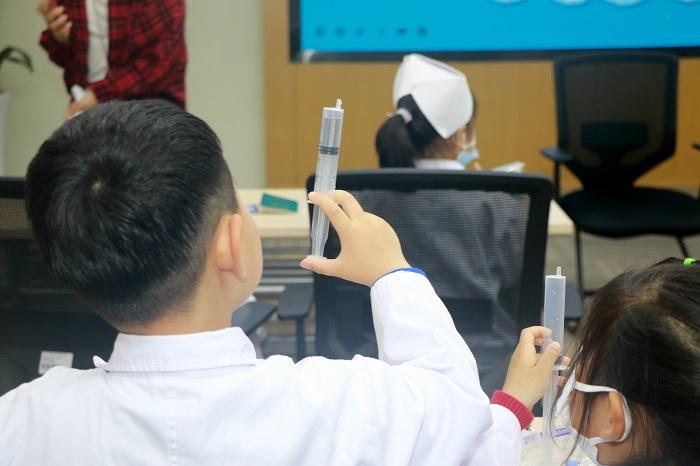 """苏州市""""5•12""""护士节系列活动之护理启蒙课程在我院举行3.jpg"""