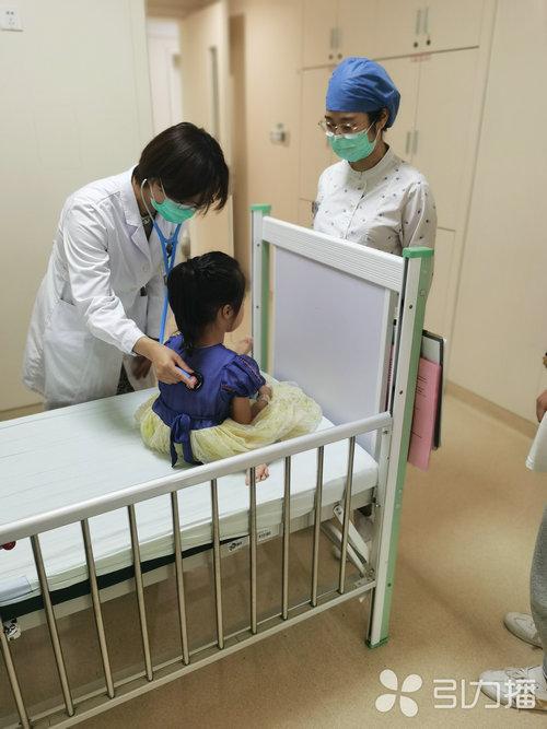 苏报集团(引力播):暑期生长发育门诊忙 孩子们这些问题家长要重视.jpg